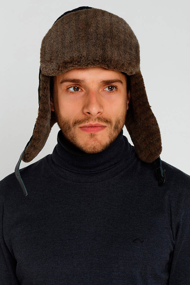 Шапка чоловіча з трикотажу чорна, модель ушанка