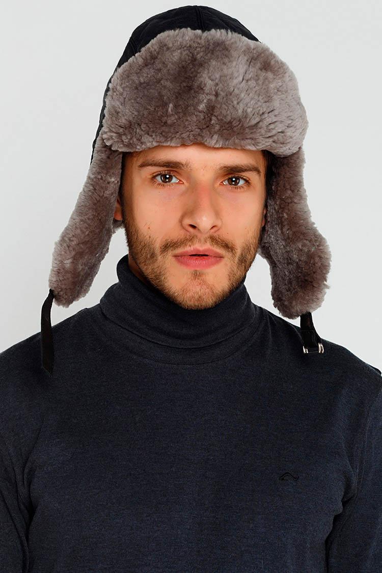 Шапка мужская из трикотажа черная, модель ушанка