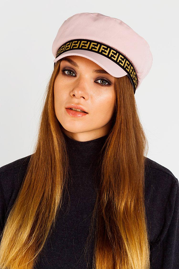 Шапка жiноча з трикотажу рожева, модель кепка/Fendi