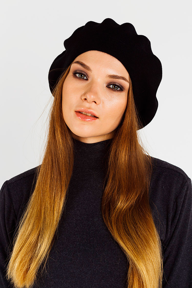 Шапка женская из кашемира черная, модель берет