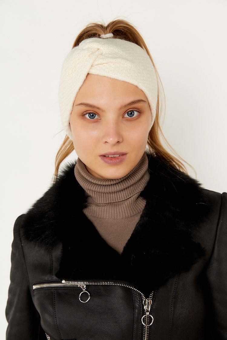 Шапка женская из шерсти белая, модель повязка/бант рис/SR3044