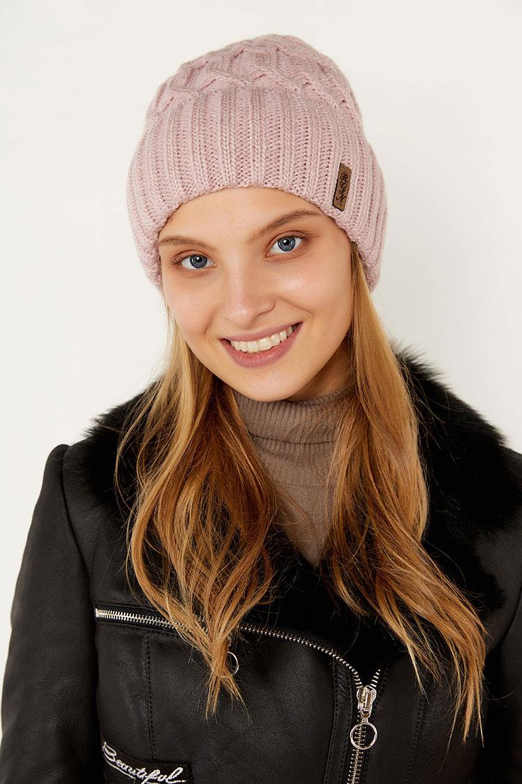 Шапка женская из вязки розовая, модель коса отворот